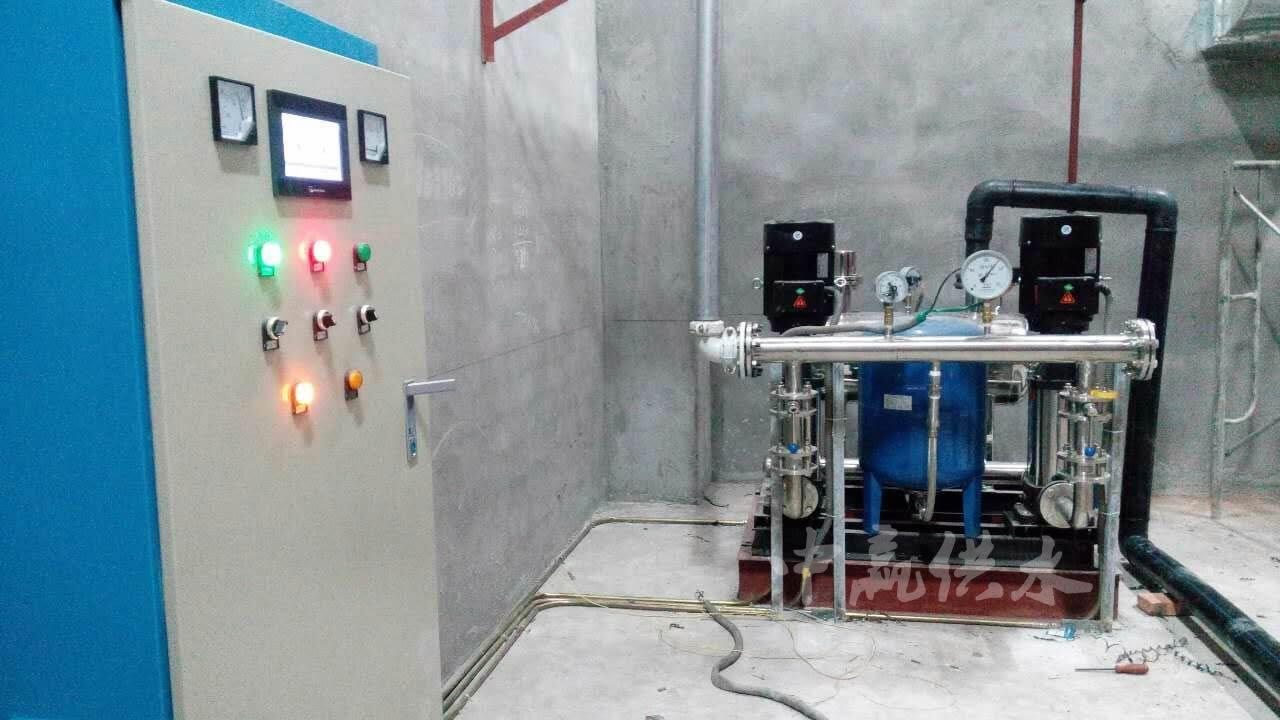 直联式管网叠压高楼增压供水设备现场图片