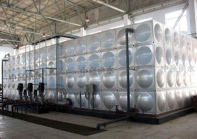 中赢管网水箱串联式高层恒压贝博体彩设备现场图