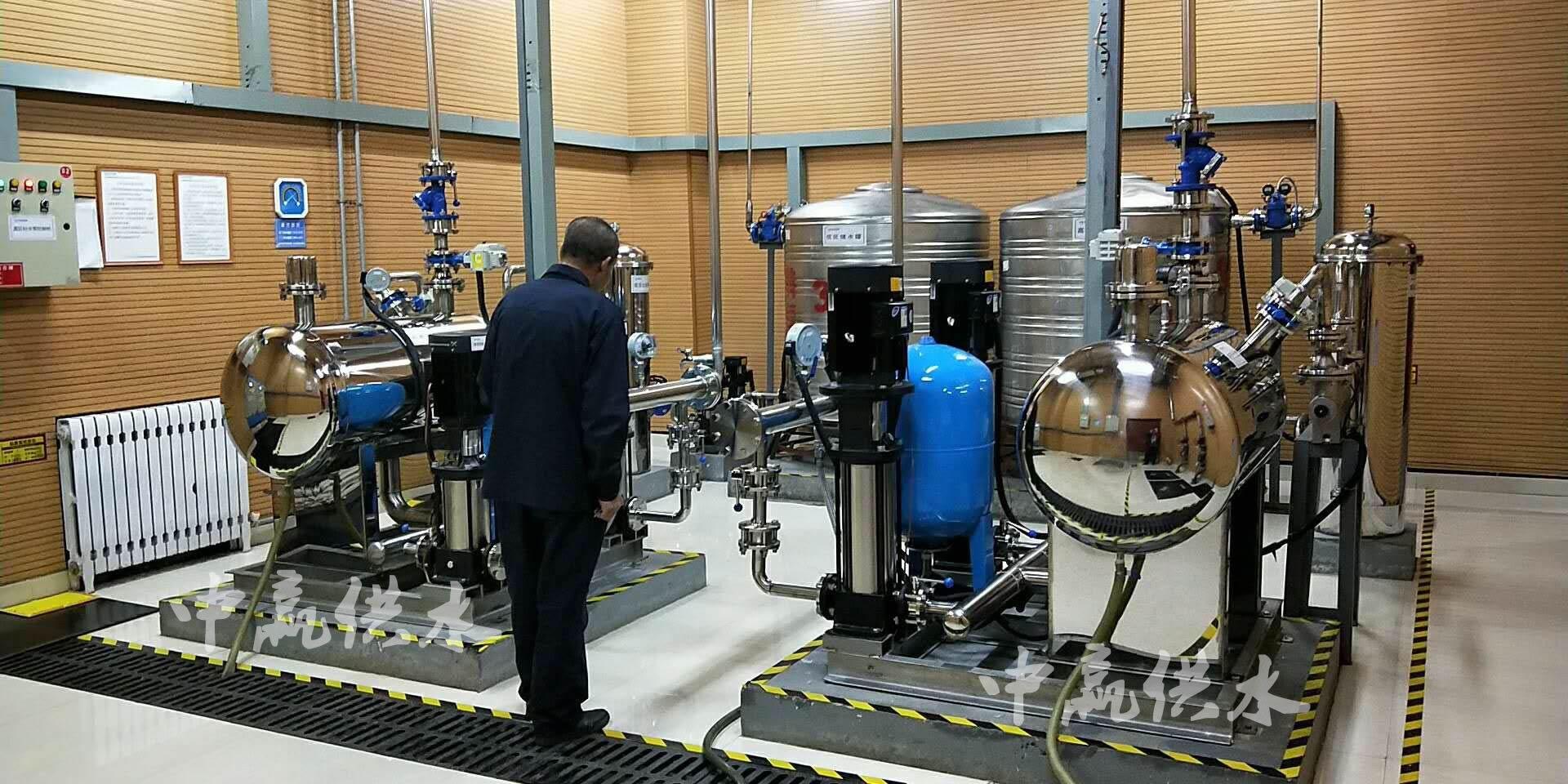 微物联远控式无负压贝博体彩设备泵房内实物图